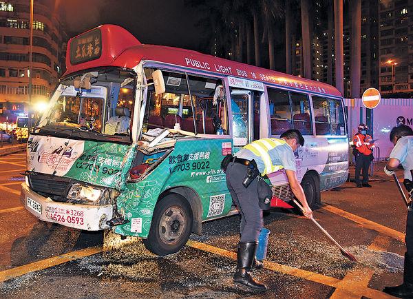 攔腰撼旅巴 紅Van 9乘客傷