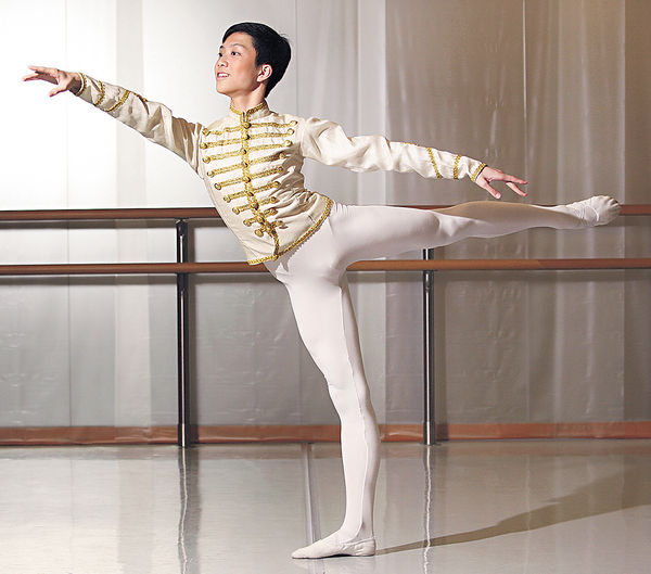跳芭蕾的男生 樂在挑戰成功時