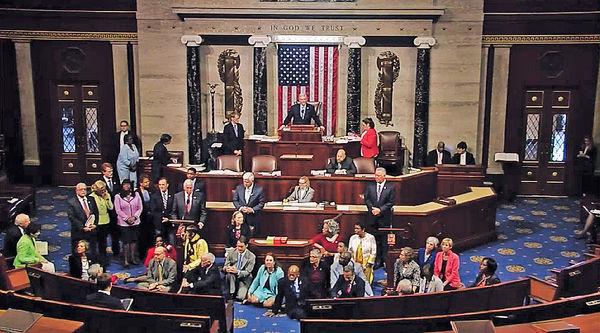 美民主黨員促槍管 佔領眾院16小時