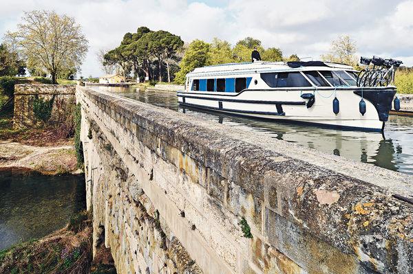 法國運河自駕船 隨處靠岸嘗佳釀