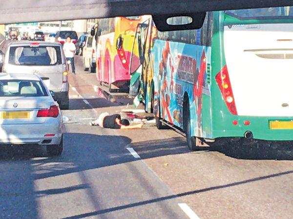 青馬橋5車串燒36傷 旅巴乘客拋車外