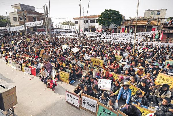 廣東烏坎千人遊行 促放民選書記