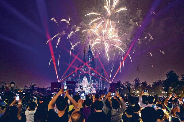 上海迪士尼 首日勁旺場