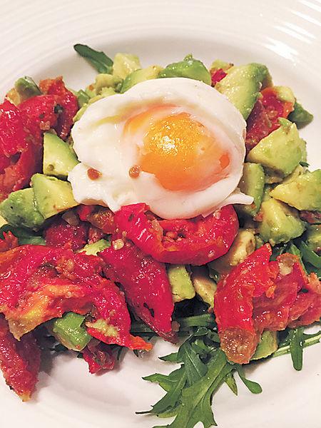 慢煮蛋風乾番茄沙拉