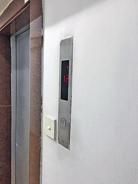 升降機旁設門鐘 網民:西環揸(車立)人