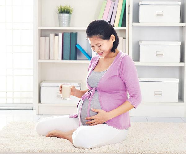 「媽媽足夠鈣質 有助寶寶骨骼發育」