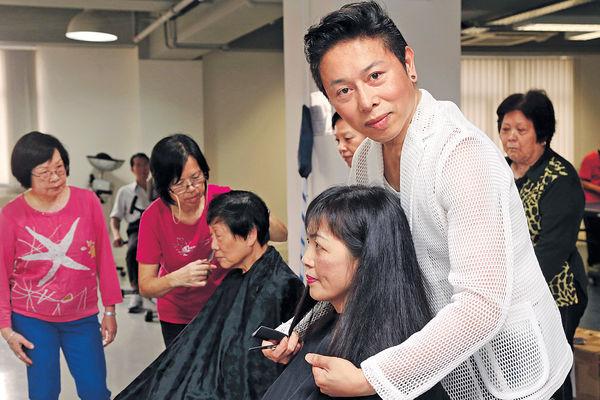 患柏金遜髮型師 為病友義剪