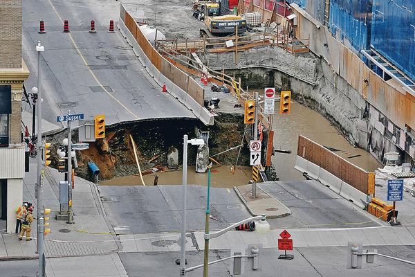 渥太華路陷吞噬汽車