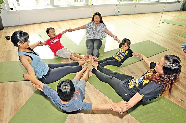 親子瑜伽 增感情 促健康