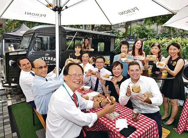 恒隆陳南祿撑美食車 帶隊家樂坊歎星級漢堡