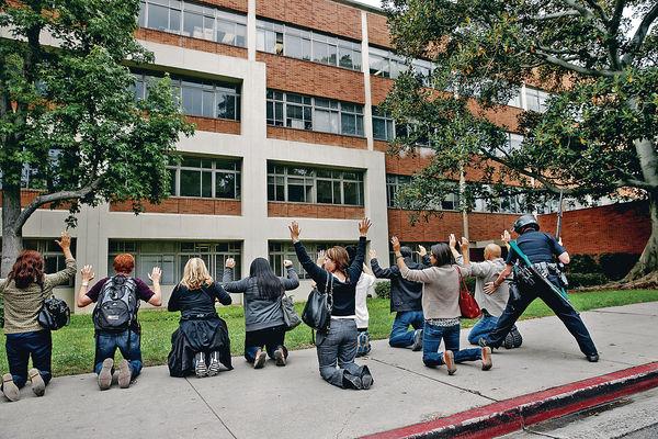 不滿分數低 UCLA生開槍殺教授