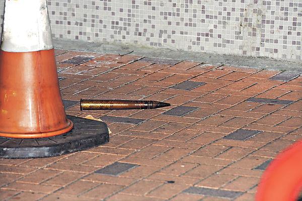 高射炮彈棄街頭 疑軍事迷收藏品