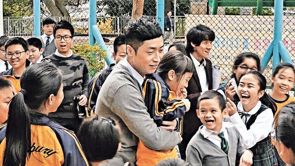 重返校園搵未來特首 馬浚偉卓韻芝化身超齡小學雞