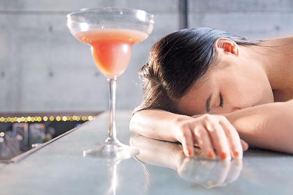 Happy Hour飲上癮 地產女酗酒
