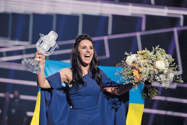 烏女唱反俄歌 歐歌唱大賽封后