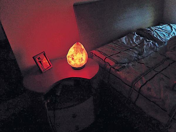 岩鹽燈機場行李事件