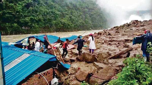 南方暴雨成災 福建地盤塌山泥活埋41工人