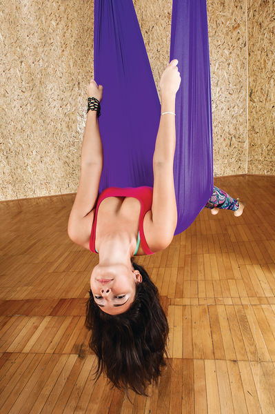 玩瑜伽倒吊 隨時眼出血