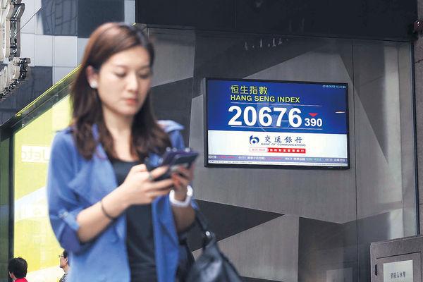 中國經濟數據疲弱 港股挫390點