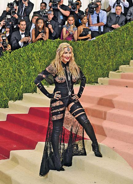 時裝慈善Ball玩科技 麥當娜閃爆Lady GaGa