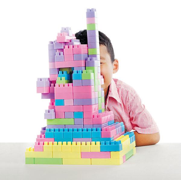 英國遊學團索價$4萬 砌Lego學英文