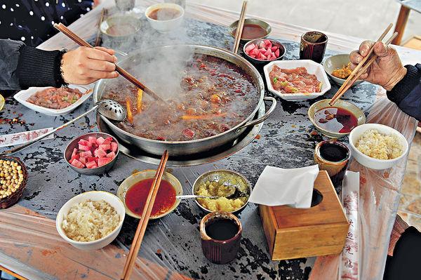 深火鍋含嗎啡 食客被吸毒