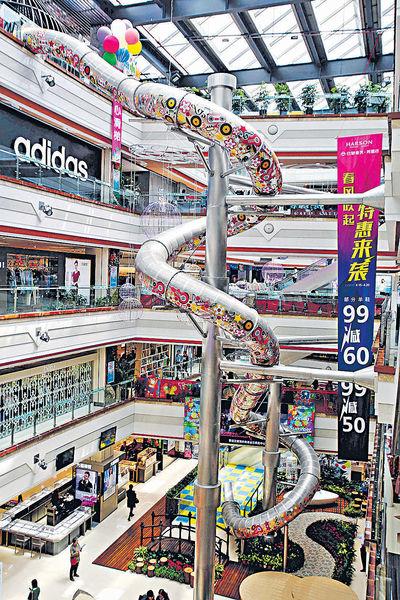 19米巨型滑梯 亮相上海
