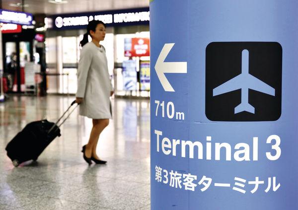 強風吹亂成田機場 47人未辦手續入境