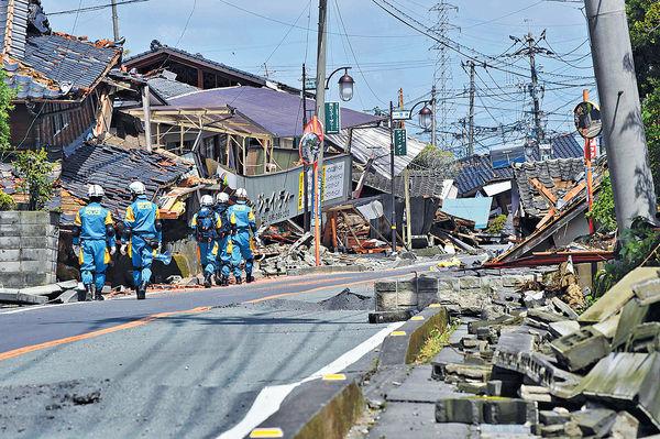 熊本災民缺物資 寫大字求救「給我水」