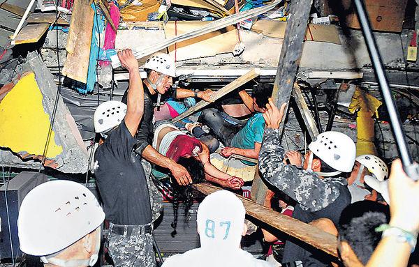 7.8級強震逾200死 厄國緊急狀態爆搶掠