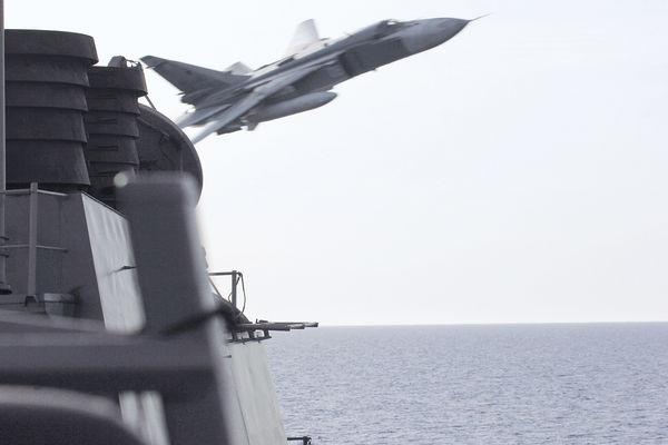 俄戰機「佯攻」 距美艦僅9米