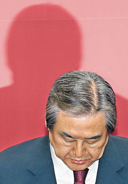 韓國會「朝小野大」 執政黨黨魁下台