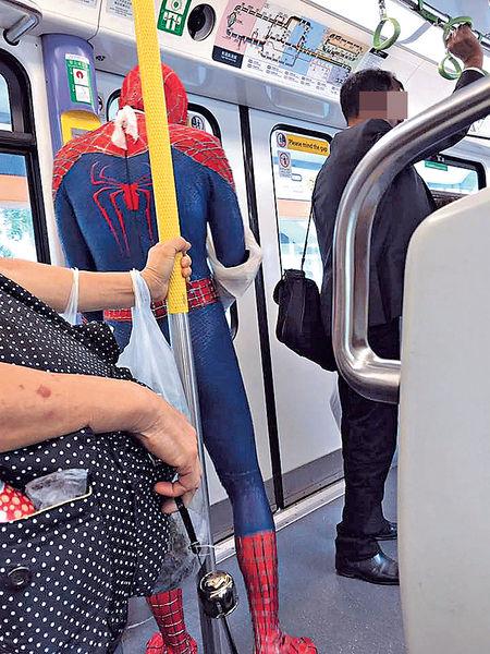 真的受傷了? 「蜘蛛俠」搭輕鐵去睇病