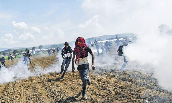 馬其頓阻難民潮 射橡膠彈300傷