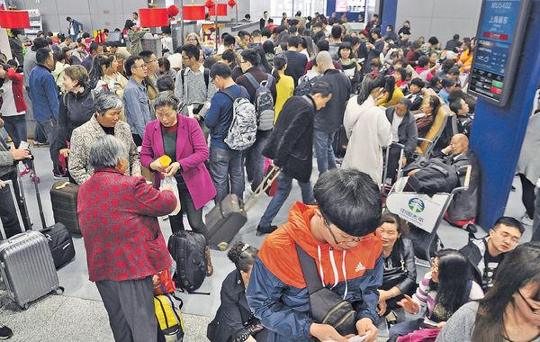 200個航班延誤 萬人滯留機場