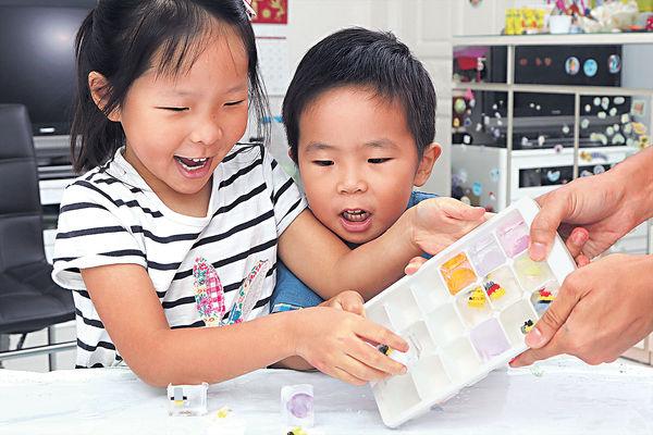 家中玩冰消暑 啟發孩子創意