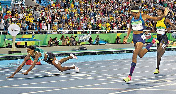 女子400米「插水」奪金