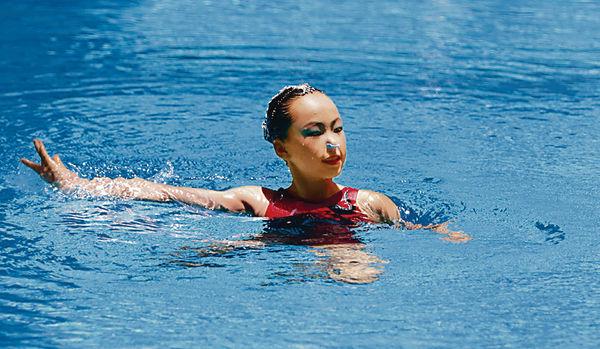 中港兩地受訓 韻律泳女孩堅守夢想