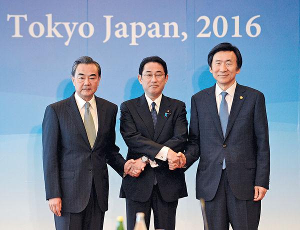中日韓外長會 王毅促合作