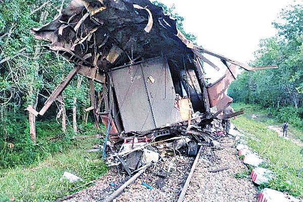 炸彈放路軌 泰南火車爆炸4死傷