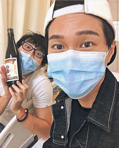 胡鴻鈞入院 坤哥帶清酒探病