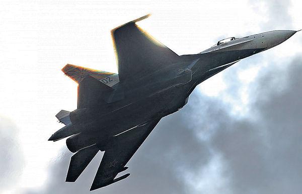 俄戰機攔美偵察機 最近僅3米險相撞