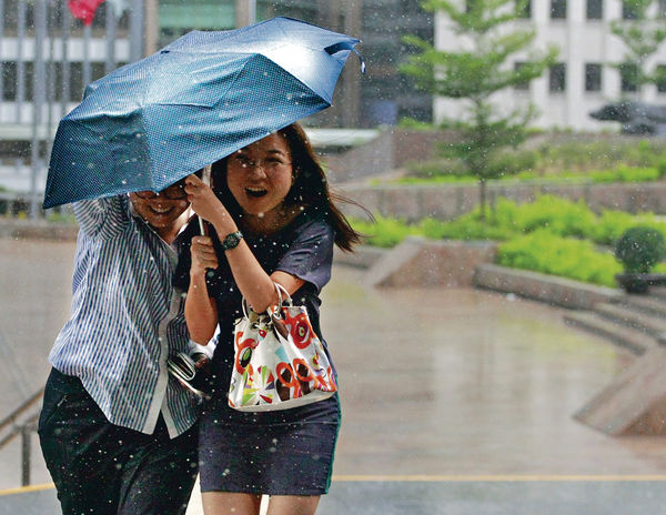 「莫蘭蒂」恐襲港 中秋狂風驟雨