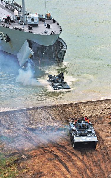 中俄今南海軍演 防空奪島