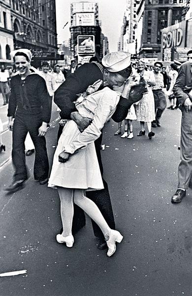 二戰勝利日之吻 女護士病逝