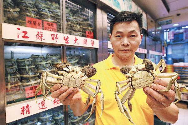 首批太湖大閘蟹殺到 來貨少價貴15%