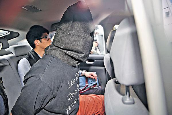 涉機場襲擊羅冠聰 兩男被捕