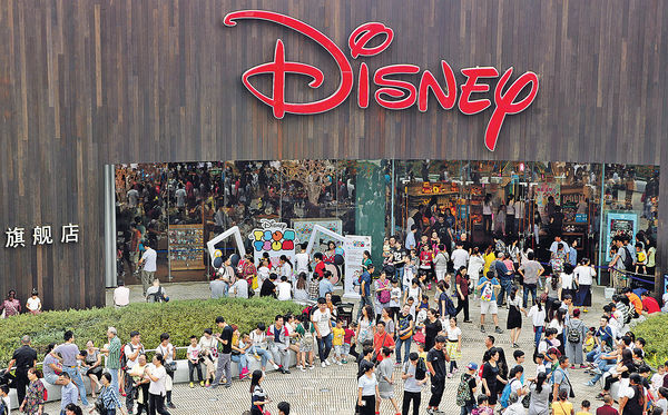 國慶次日遊客破億 消費$982億