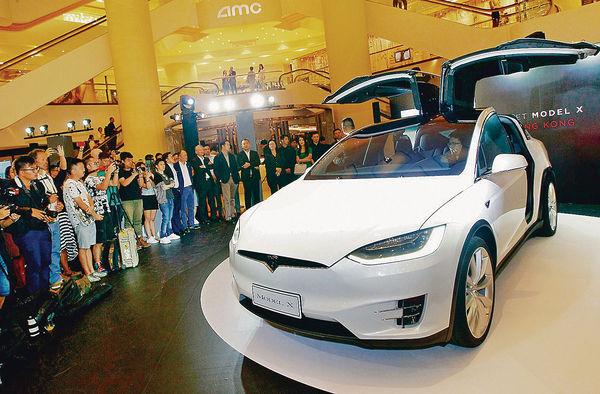 Tesla Model X金鐘登場 名人朝聖試玩