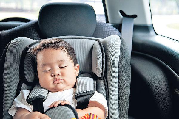 嬰兒長坐汽車椅礙呼吸